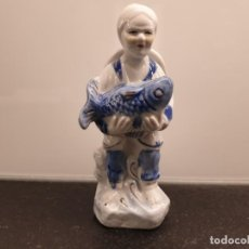 Antigüedades: FIGURA DE ANCIANA CAMPESINA PESCADERA CHINA. PORCELANA CHINA. 14,5 CENTÍMETROS (ENVÍO 2,40€). Lote 206189156
