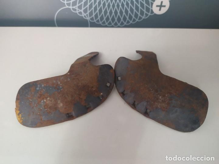 Antigüedades: Pareja de herraduras para buey o vaca - Foto 2 - 206221072