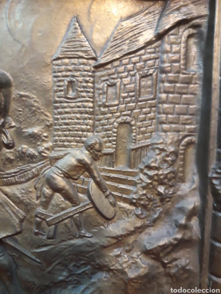 Antigüedades: Bandeja repujada con firma - Foto 3 - 206252735