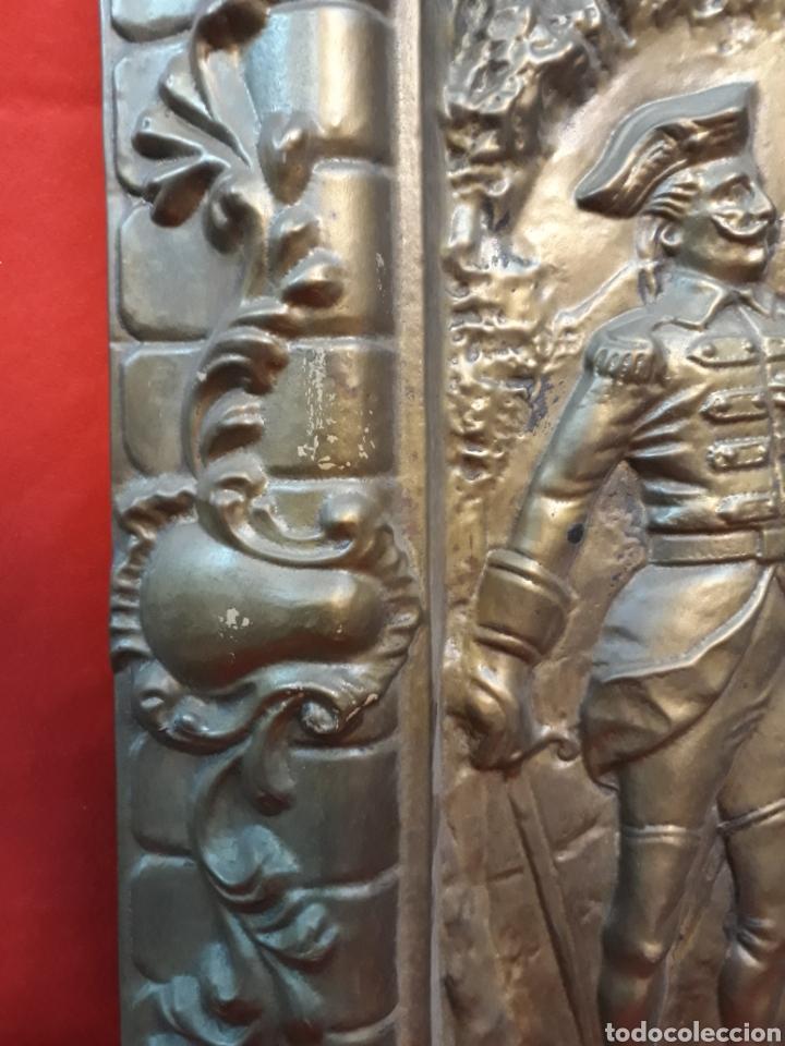 Antigüedades: Bandeja repujada con firma - Foto 5 - 206252735
