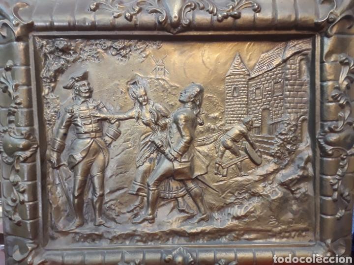 BANDEJA REPUJADA CON FIRMA (Antigüedades - Hogar y Decoración - Bandejas Antiguas)