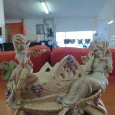 Antigüedades: FUENTE MEISSEN NINFA Y ANGELITO. Lote 206259096