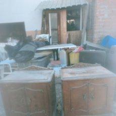 Antigüedades: 2 MESITAS DE NOCHE. Lote 206272848