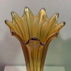Antigüedades: CARNIVAL GLASS, FLORERO.. Lote 206288716