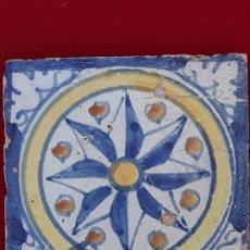 Antigüedades: AZULEJO ANTIGUO DE TALAVERA DE LA REINA O TOLEDO -OLAMBRILLA - SIGLO XVII. ROSA DE LOS VIENTOS.. Lote 206319026