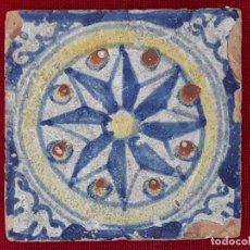 Antigüedades: AZULEJO ANTIGUO DE TALAVERA DE LA REINA O TOLEDO -OLAMBRILLA - SIGLO XVII. ROSA DE LOS VIENTOS.. Lote 206319675