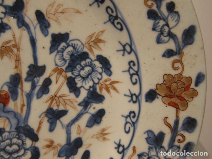 Antigüedades: ANTIGUO PLATO IMARI. JAPON . SIGLO XVIII - XIX. DIÁMETRO 23 CM. DECORACIÓN EN AZUL, ROJO Y DORADO - Foto 3 - 206325577