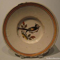 Antigüedades: PLATO CERAMICA CATALANA. DE BANYOLES. FINAL DEL SIGLO XVIII. DIÁM. 20,5 CM. PÁJARO. Lote 206328375