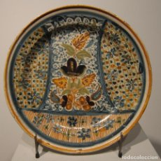 Antigüedades: PLATO DE CERÁMICA DE MANISES O RIBESALBES. SIGLO XIX. DIAMETRO 30 CM. MOTIVOS FLORALES Y GEOMETRICOS. Lote 206329083