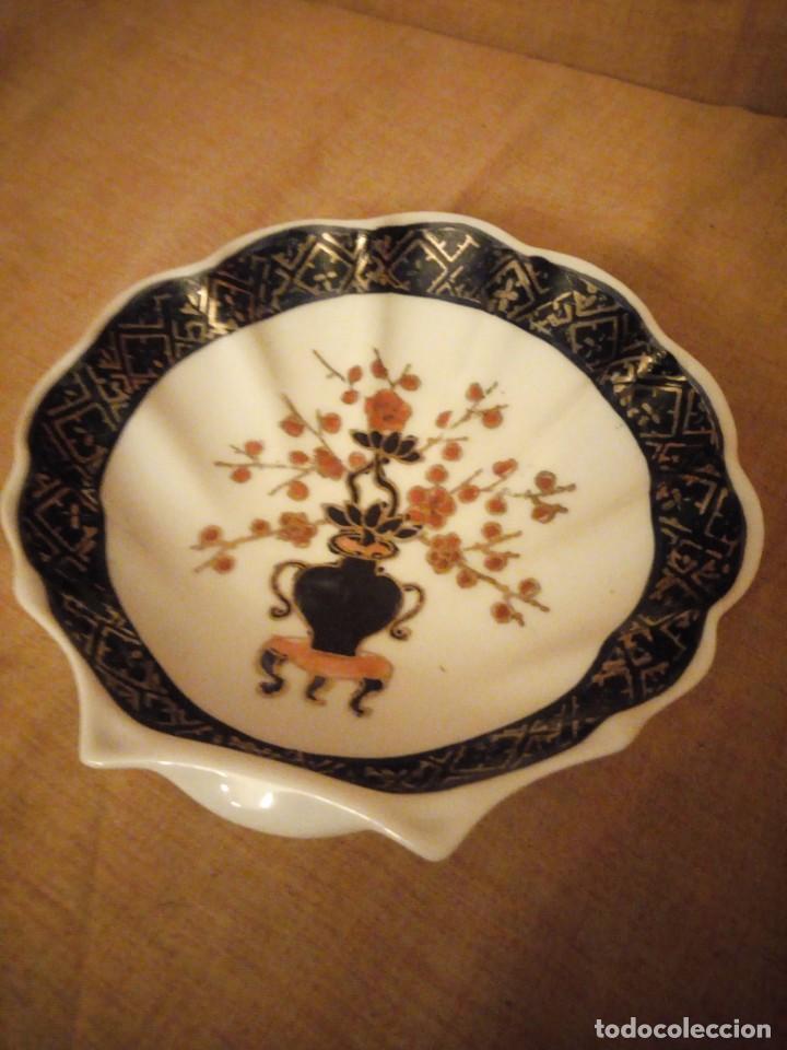 Antigüedades: plato de porcelana para aperitivos forma de almeja made in hong kong,pintado a mano. - Foto 3 - 206331906