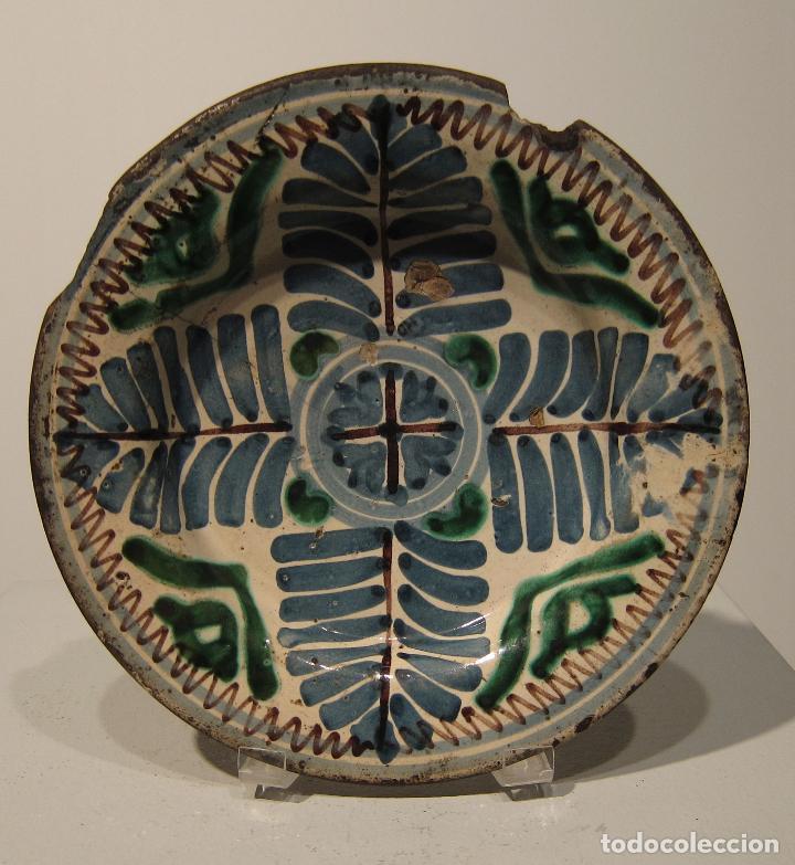 ANTIGUO PLATO DE MUEL. ARAGON. SEGUNDA MITAD DEL SIGLO XVII. DIAM. 19 CM. AZUL VERDE Y MANGANESO (Antigüedades - Porcelanas y Cerámicas - Teruel)