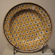 Antigüedades: PLATO DE CERÁMICA DE MANISES O RIBESALBES. SIGLO XIX. DIAMETRO 30 CM. DECORACIÓN GEOMETRICA. Lote 206340880