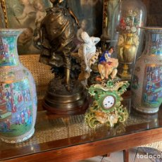Antigüedades: PAREJA DE JARRONES EN PORCELANA CHINA DEL SIGLO XIX. Lote 206343527