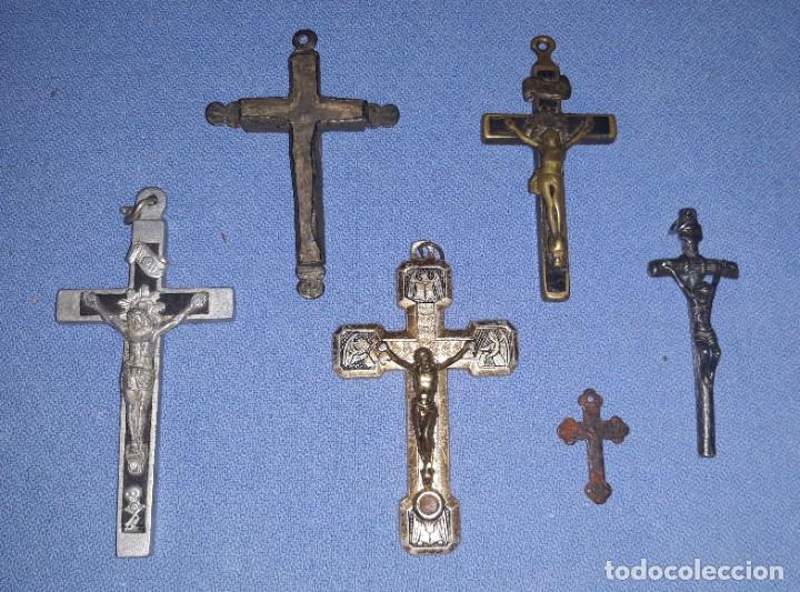 IMPORTANTE LOTE DE ANTIGUAS CRUCES Y CRUCIFIJOS RELIGIOSOS DE DIFERENTES EPOCAS Y MATERIALES (Antigüedades - Religiosas - Cruces Antiguas)