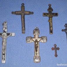 Antigüedades: IMPORTANTE LOTE DE ANTIGUAS CRUCES Y CRUCIFIJOS RELIGIOSOS DE DIFERENTES EPOCAS Y MATERIALES. Lote 206360987