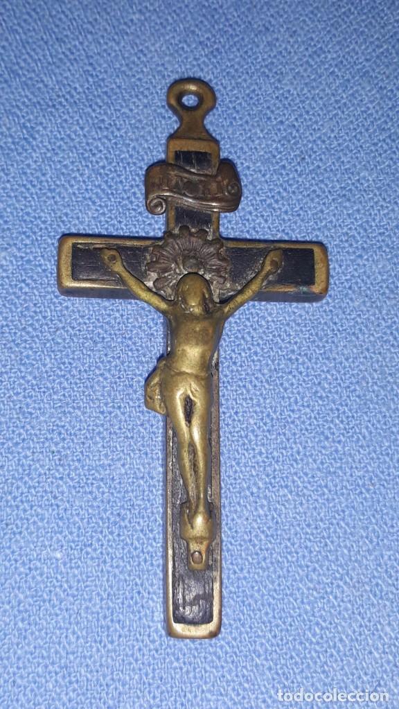 Antigüedades: IMPORTANTE LOTE DE ANTIGUAS CRUCES Y CRUCIFIJOS RELIGIOSOS DE DIFERENTES EPOCAS Y MATERIALES - Foto 3 - 206360987