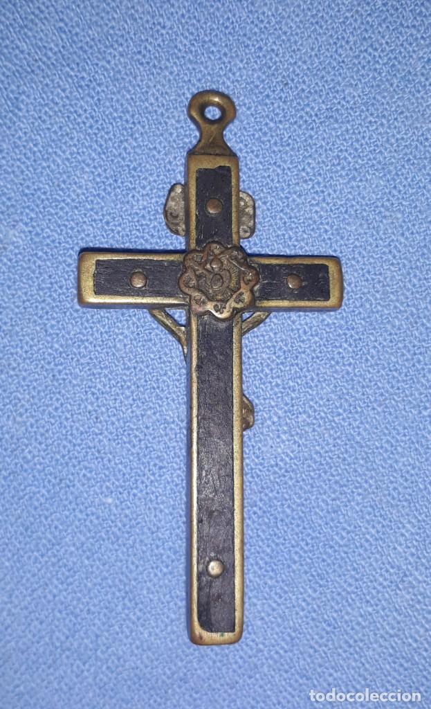 Antigüedades: IMPORTANTE LOTE DE ANTIGUAS CRUCES Y CRUCIFIJOS RELIGIOSOS DE DIFERENTES EPOCAS Y MATERIALES - Foto 4 - 206360987