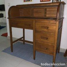 Antigüedades: ESCRITORIO DE MADERA CON CIERRE DE CORINA Y SILLA 103 X 99X 54 CM.. Lote 206389738