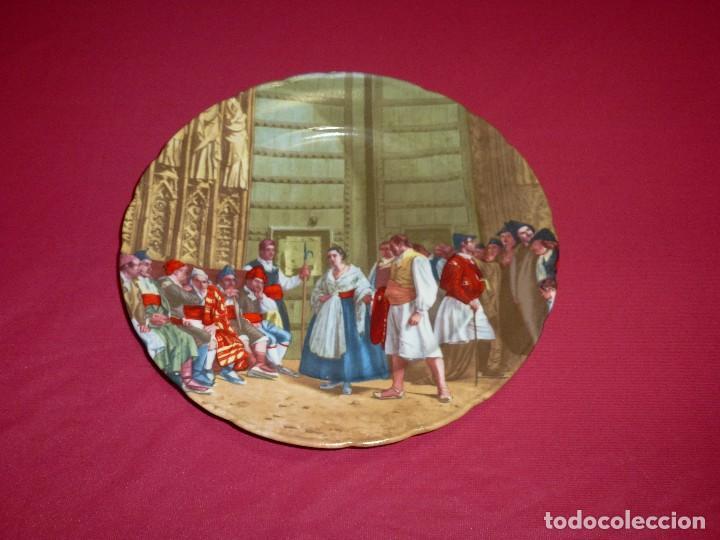 PLATO DECORATIVO DE PORCELANA. TRIBUNAL DE LAS AGUAS DE VALENCIA.24.5 CM. (Antigüedades - Hogar y Decoración - Platos Antiguos)