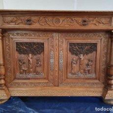 Antigüedades: ANTIGUA COMODA APARADOR DE ROBLE MACIZO TALLADO. Lote 206411257