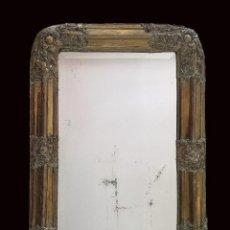Antigüedades: ESPECTACULAR ESPEJO DE MADERA AL ORO FINO CON REPUJADO DE FLORES DE LATÓN EN ESQUINAS, MUY ESPÈCIAL. Lote 206426098
