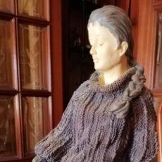 Antigüedades: FIGURA CHICA CON NIÑO. Lote 206428301