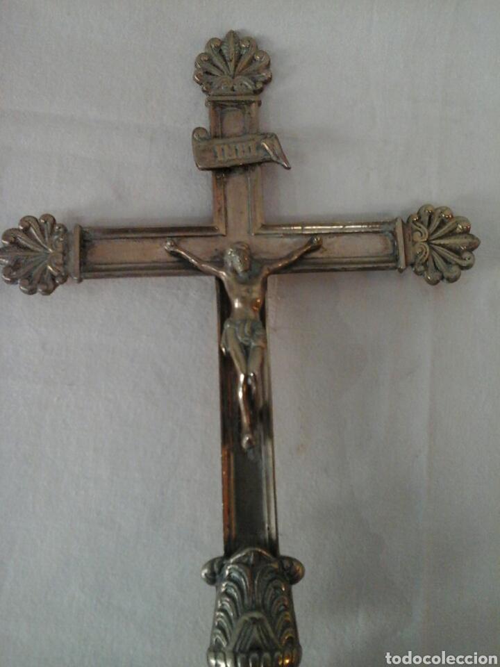 CRUCIFIJO DE ALTAR DE BRONCE SIGLO XIX (Antigüedades - Religiosas - Cruces Antiguas)