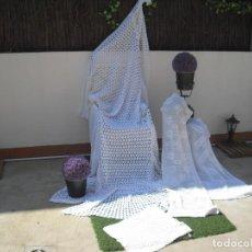 Antigüedades: LOTE COLCHA GANCHILLO ,CAMA 90 ,CAMINOS DE MESA. Lote 206434455