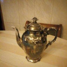 Antigüedades: CAFETERA DE PORCELANA DEHOS R.W BAVARIA FEINSILBER,PINTADO EN PLATA SOBRE PORCELANA. Lote 206442652