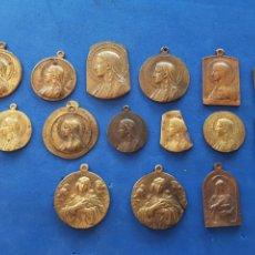 Antigüedades: LOTE 15 MEDALLAS DE LA VIRGEN MARÍA DE COBRE Y LATÓN. Lote 206452840