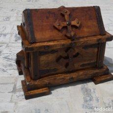 Antigüedades: COFRE DE MADERA Y FORJA. Lote 206453692