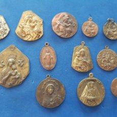 Antigüedades: LOTE 12 MEDALLAS DE LA VIRGEN Y EL NIÑO SURTIDAS DE COBRE Y BRONCE. Lote 206453731