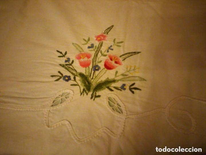 Antigüedades: Antiguo mantel de mesa rectangular de algodón bordado a maquina, años 50 - Foto 3 - 206457680