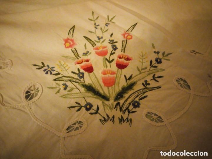 Antigüedades: Antiguo mantel de mesa rectangular de algodón bordado a maquina, años 50 - Foto 4 - 206457680