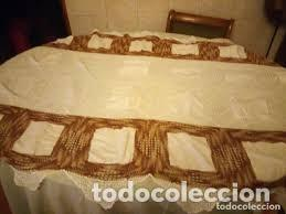 ANTIGUO MANTEL DE ALGODÓN Y GANCHILLO CON 2 TAPETES A JUEGO. (Antigüedades - Hogar y Decoración - Manteles Antiguos)