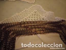 Antigüedades: Antiguo mantel de algodón y ganchillo con 2 tapetes a juego. - Foto 9 - 206458537