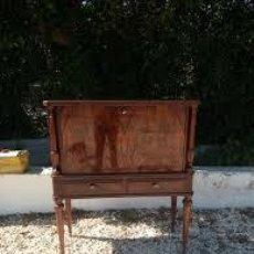 Antigüedades: MUEBLE BAR AÑOS 40/50 CEREZO SILVESTRE ,CON ESTANTE DE CRISTAL ,LUZ Y 2 CAJONES PARA CUBIERTOS. Lote 206473910