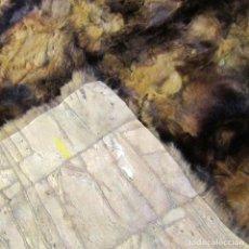 Antigüedades: ALFOMBRA PEQUEÑA DE PIEL, FABRICADA CON PEQUEÑOS FRAGMENTOS COSIDOS, 82 X 57 CM. Lote 206493547