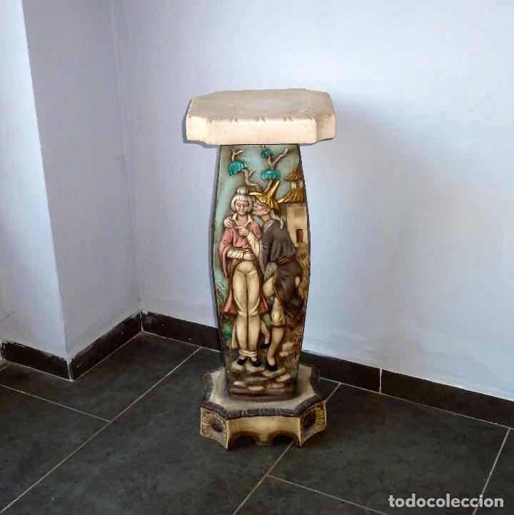 PRECIOSA PEANA DE CERAMICA CON MOTIVOS ASIATICOS CON SELLO FRANJU.80 CM.AÑOS 60. (Antigüedades - Porcelanas y Cerámicas - Otras)