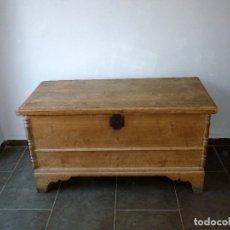 Antigüedades: ANTIGUO ARCON,ARCA DE GRAN TAMAÑO.134 X 64 X 71 CM.. Lote 206503623