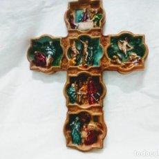 Antigüedades: CRUCIFIJO RECUERDO JERUSALÉN AÑOS 70. ESCENAS VIDA JESÚS TALLADAS ALABASTRO RECONSTITUIDO.. Lote 206504225