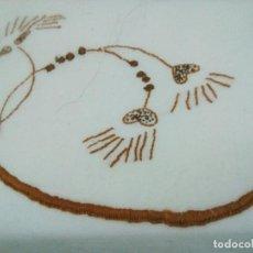Antigüedades: SÁBANA EN ALGODÓN PURO BORDADO MANUAL EL EMBOZO CORRIDO. 140 CM POR 212 CM LARGO. Lote 206504682