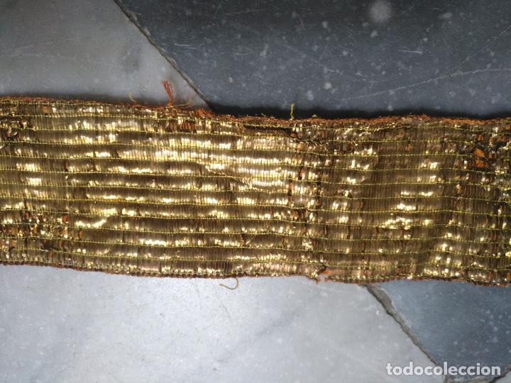 Antigüedades: ANTIGUO GALON ORO HOJILLA METAL 123 X 6 CM ANCHO , IDEAL VIRGEN SEMANA SANTA - Foto 7 - 206511140
