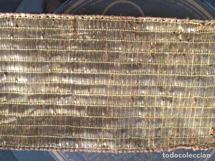 Antigüedades: ANTIGUO GALON ORO HOJILLA METAL 123 X 6 CM ANCHO , IDEAL VIRGEN SEMANA SANTA - Foto 14 - 206511140