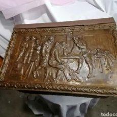 Antigüedades: CAJA CON RUEDAS COBRE LABRADO SIGLO IXX POSIBLEMENTE ALEMANA ENVIO GRATUITO. Lote 206527712