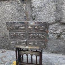 Antigüedades: BARGUEÑO DE MADERA Y PLATA. Lote 206529586
