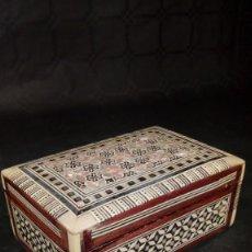 Antigüedades: CAJA EN MADERA Y TARACEA. NÁCAR, ÉBANO Y MARFIL.. Lote 206530621