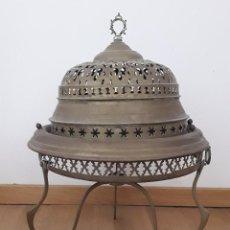 Antigüedades: BRASERO DE LATON, 3 PIEZAS, PLATO SIN ASAS, 60CM APROX DE ALTURA, 45CM APROX DE DIAMETRO. Lote 206544310