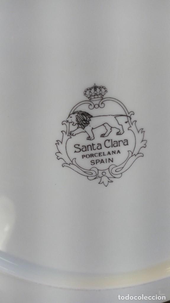 Antigüedades: SEIS PLATOS DE POSTRE. PORCELANA BLANCA SANTA CLARA DE RELIEVES CON RIBETEADOS AL ORO FINO. MARCAS. - Foto 3 - 206549516