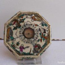 Antigüedades: ANTIGUA BRUJULA CHINA DE HUESO OCTOGONAL. Lote 206558992